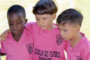 Independiente del Valle,actuarán Patrick Hurtado (i), Esteban LLano y Anderson Pillasagua.