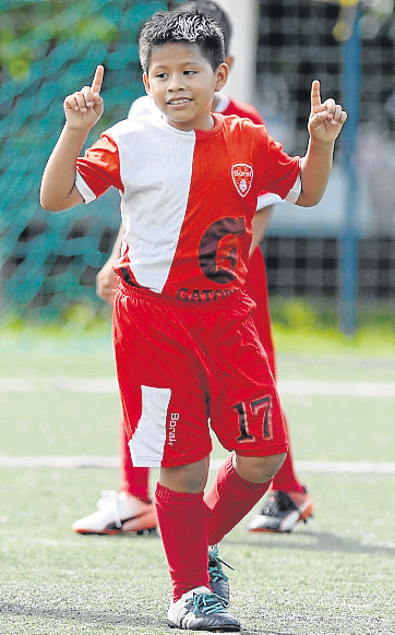 Lissander Chavarría es goleador de la EF Boral, sub-10.