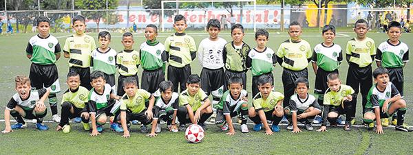Jugadores de la EF Real Fortaleza y San Pascual Bailón protagonizaron un excelente partido en la categoría sub-9 del barrial.