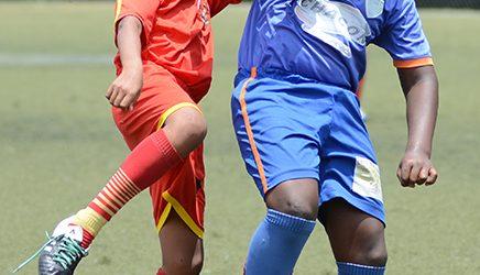 Carlos Basantes (i), de LDC Ventanas, y Gabriel Orobio, de EF El Gran Rey, en uno de los juegos.
