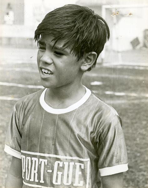 Giancarlos Ramos en sus inicios, cuando jugaba en el campeonato interbarrial de fútbol, en 1988.