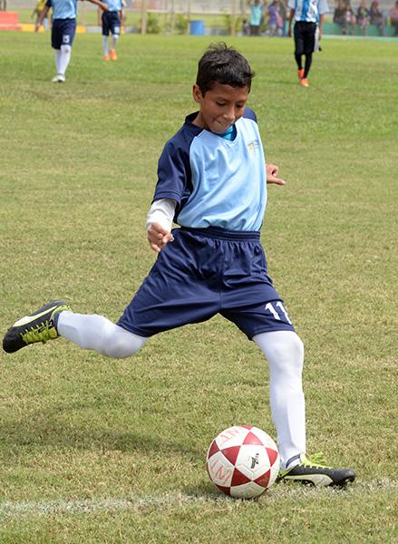 Rafael Tigua juega por el Liceo Cristiano sub-12.