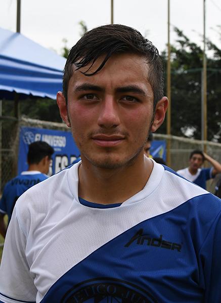 José Armijo integra la delantera de CA Junior, sub-18.