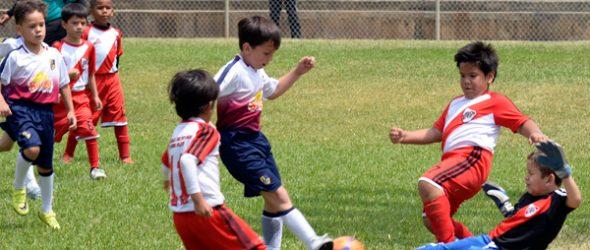 Buen partido protagonizaron River Plate (blanco-rojo) y la UE Torremar en sub-7.