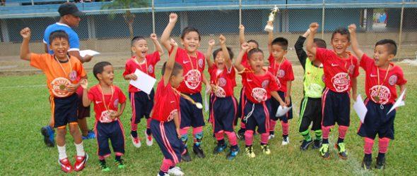 Los deportistas del CA Filanbanco obtuvieron la corona en la serie sub 6. Los pequeñines festejaron a lo grande el título del 2017.