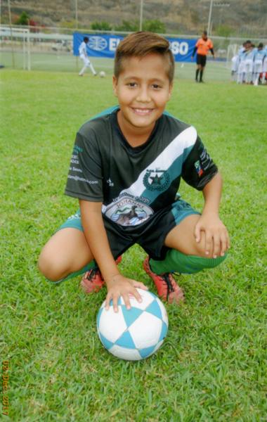 Alejandro Ibarra, ariete de EF Gandhi, de la serie sub-13.