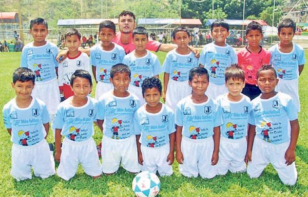 Más Fútbol. Ha conformado varios conjuntos para competir.