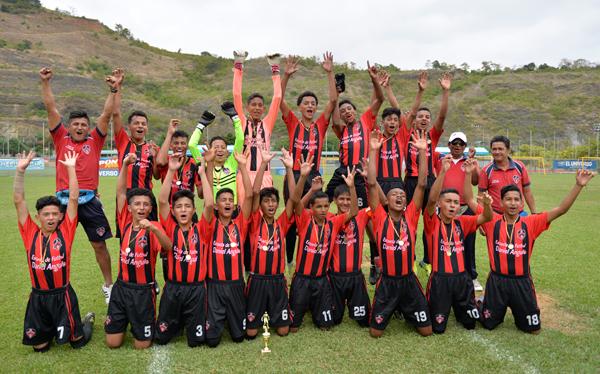 EF Daniel Angulo, conjunto equilibrado en su línea y con un fútbol creativo, obtuvo el campeonato en la categoría sub-17.