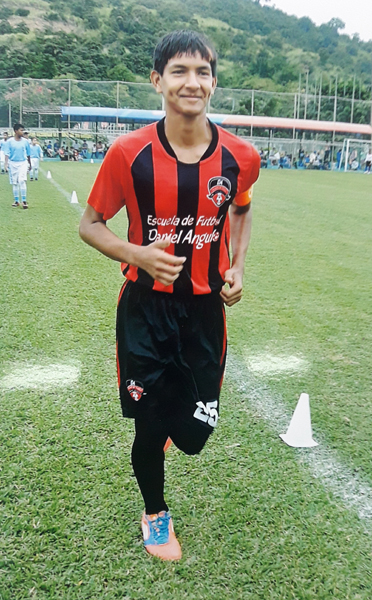 Dalton Morán, defensa de EF Daniel Angulo, en sub-17.