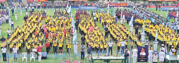 Los equipos se alistan para participar de la inauguración del Campeonato Interbarrial de fútbol Diario EL UNIVERSO-Copa Pony Malta, edición de Verano.