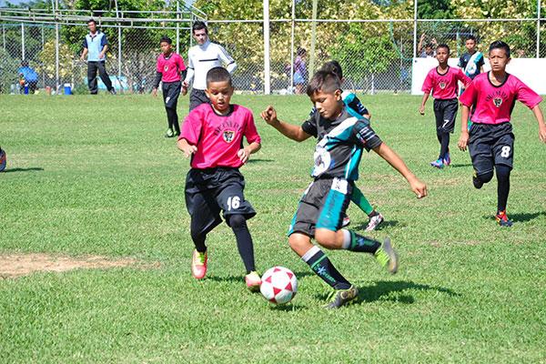 Las emociones del fútbol infanto juvenil se viven desde 1982 en el certamen de este Diario.