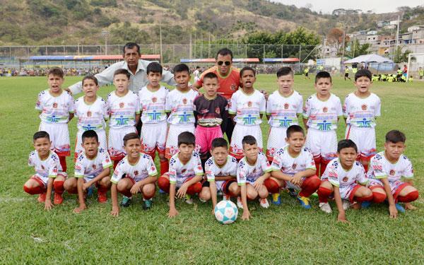 Sport Solo Fútbol, conjunto del cantón Santa Rosa, provincia de El Oro, participará en el Mundialito de clubes del país en sub-11 y 12.